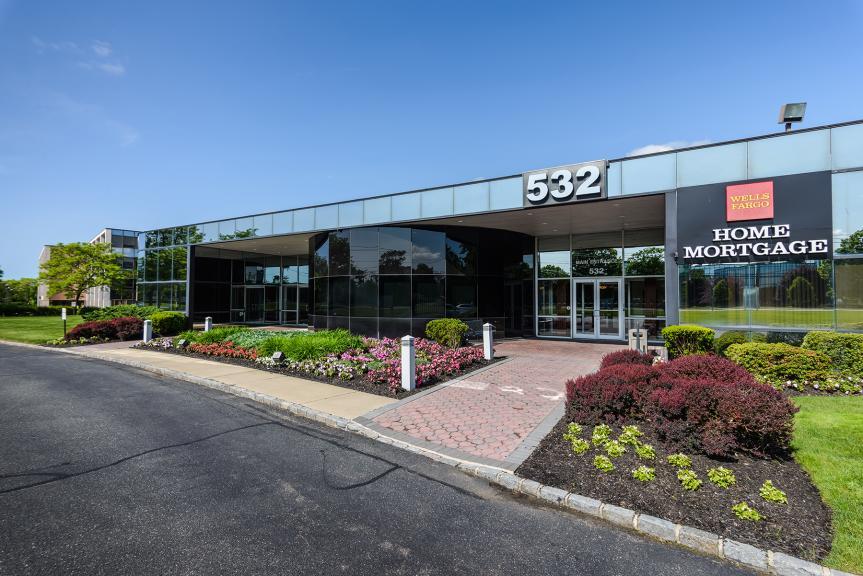 <p>Broadhollow Corporate Center<br/>Exterior</p>